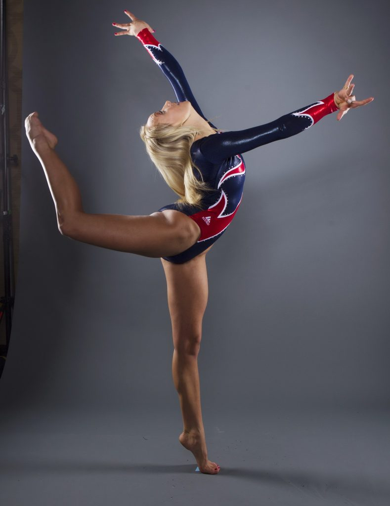 Atletic Blonde Stretching